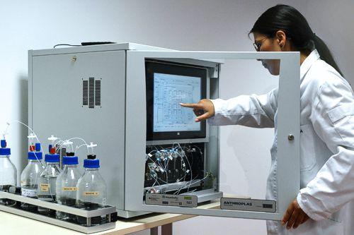 Vollautomatisiertes Analysegerät für den Vor-Ort-Einsatz detektiert Mikroschadstoffe im Wasser. Quelle: Fraunhofer IKTS